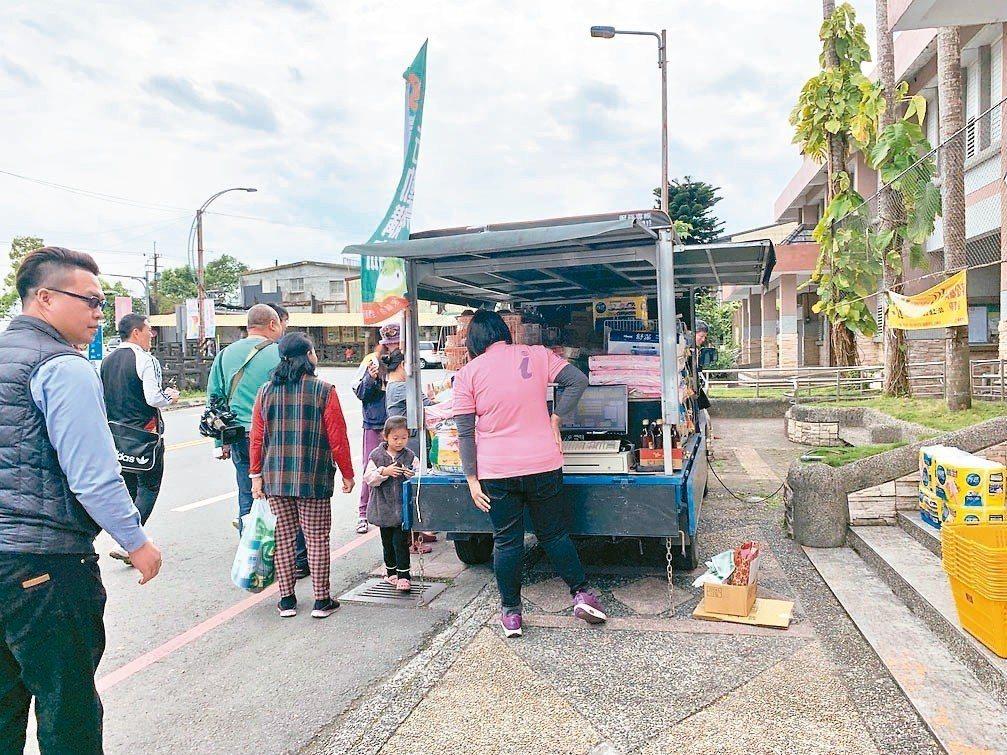 宜蘭喜互惠以「行動超市」貨車深入偏鄉。 圖/喜互惠生鮮超市提供