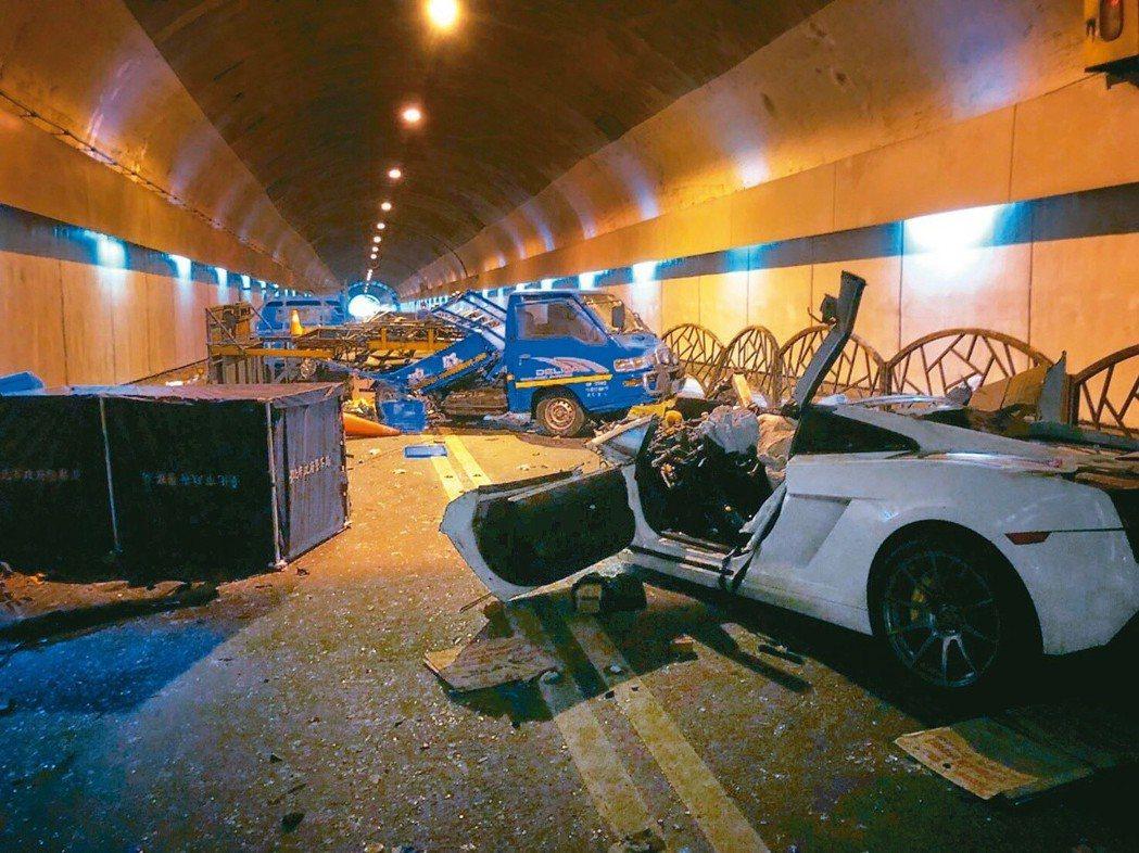 24歲的游姓男子去年7月駕駛藍寶堅尼,載著女友行經台北市自強隧道,因車速過快,沒...