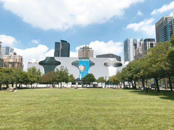 正對台中國家歌劇院的夏綠地公園豪宅群聚,誕生不少豪宅王。 記者宋健生/攝影