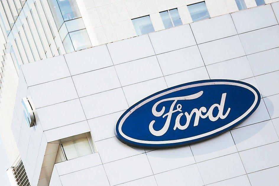福特去年因海外事業虧損導致全年度獲利腰斬,股價重挫約40%。 路透