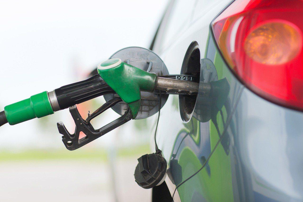 下周汽油每公升估漲0.1元。 圖/Ingimage