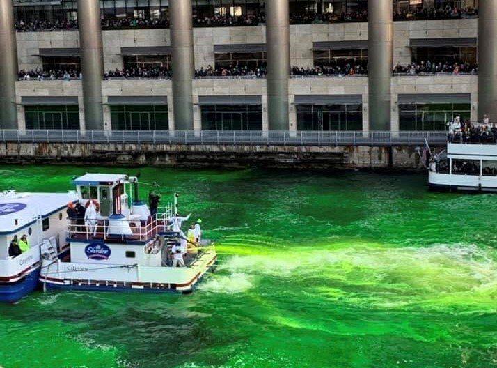 1962年芝加哥水管工工會發現有水管工正在使用一種綠色染料倒入水裡,作為追蹤可能...