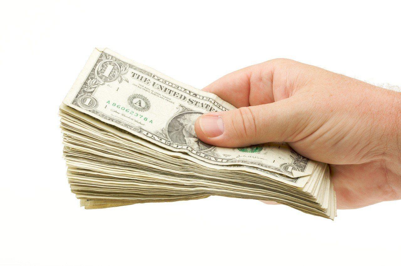 「海外資金匯回專法」今(15)日上路,財政部也已公告相關申請書表範例。 圖/In...