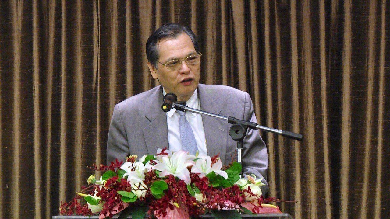 陳明通呼籲僑領認清中共惠臺假象,並請大家要相信臺灣經濟與民主。圖/僑委會提供