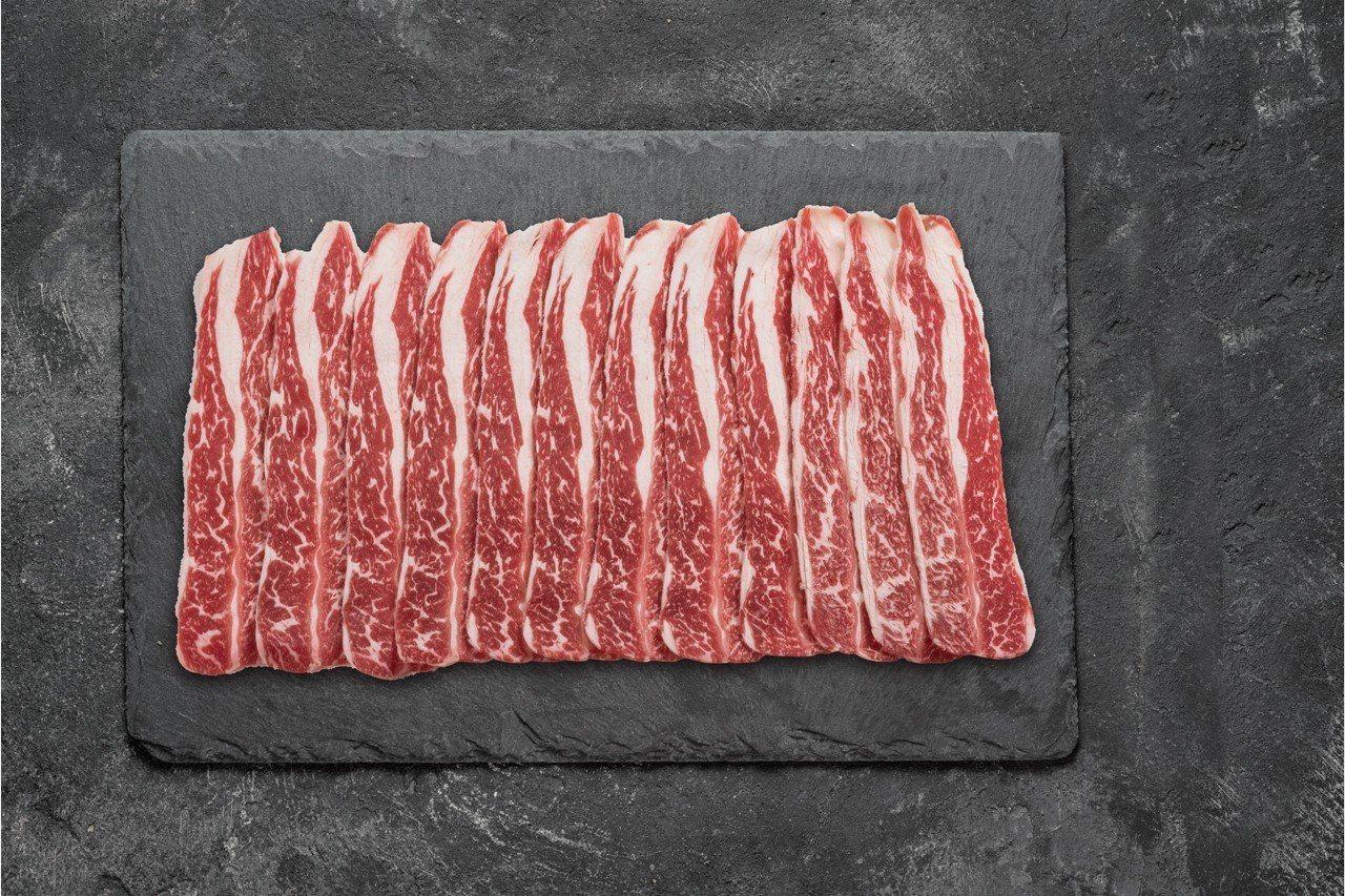 美國特選安格斯牛小排火鍋片為去年美福食集銷售冠軍。圖/美福食集提供