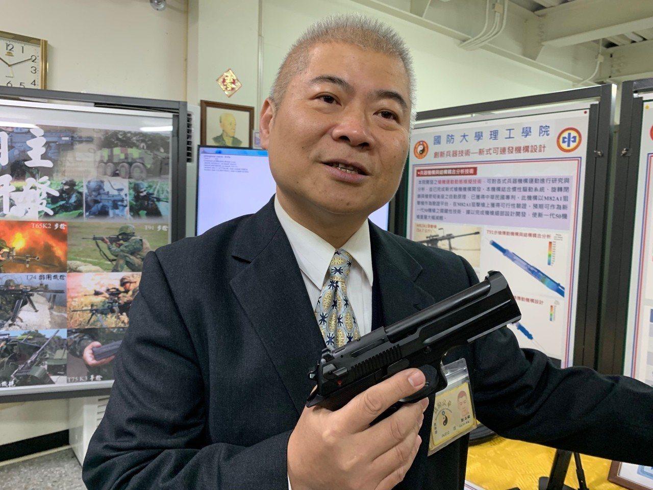 國防大學理工學院化學及材料工程學系教授劉益銘表示,該院開發出「多邊形光膛槍管」,...