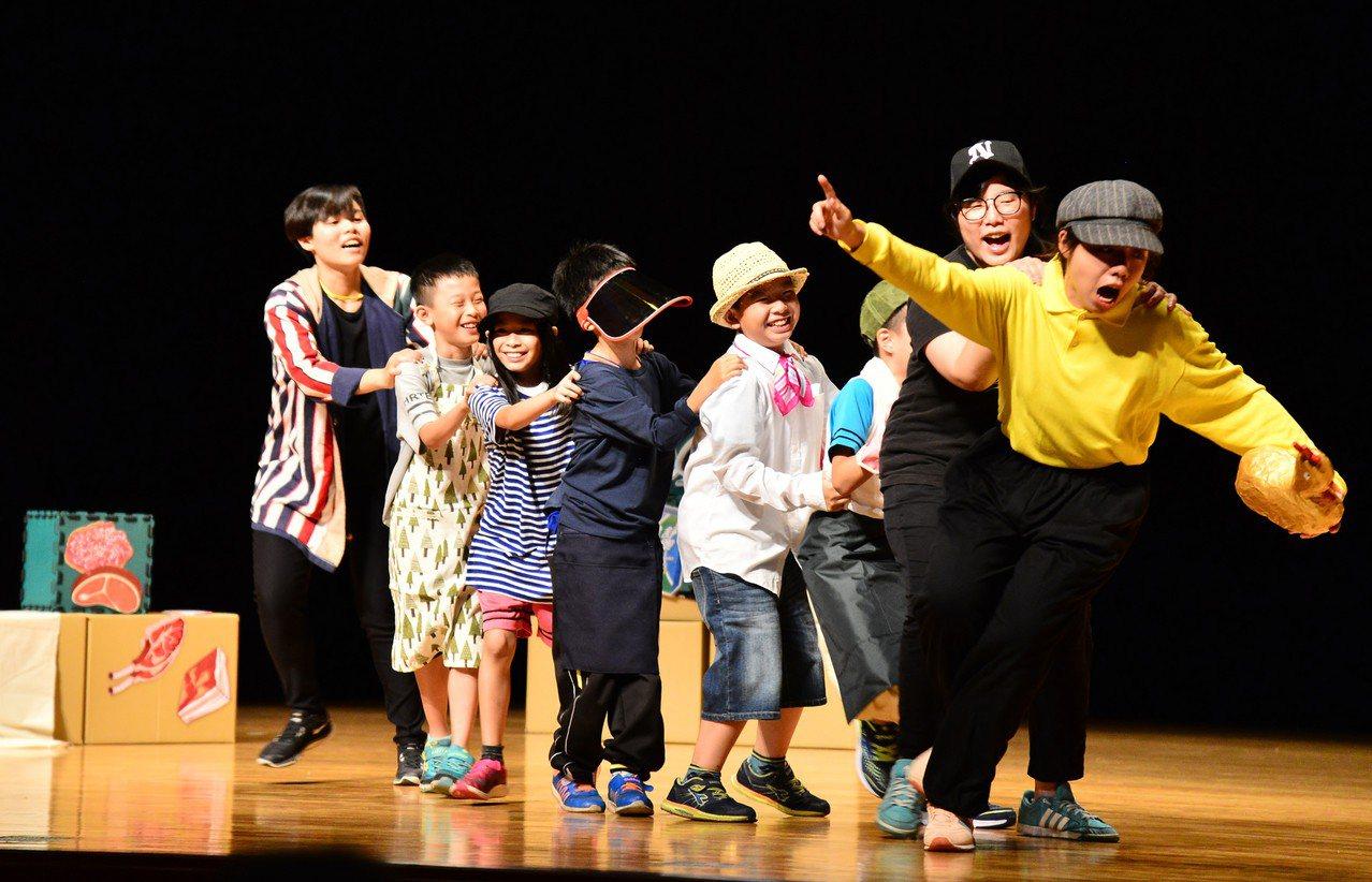 南市文化局力推「劇育新芽」量身打造大新營區學童第一堂劇場課。圖/新營文化中心提供