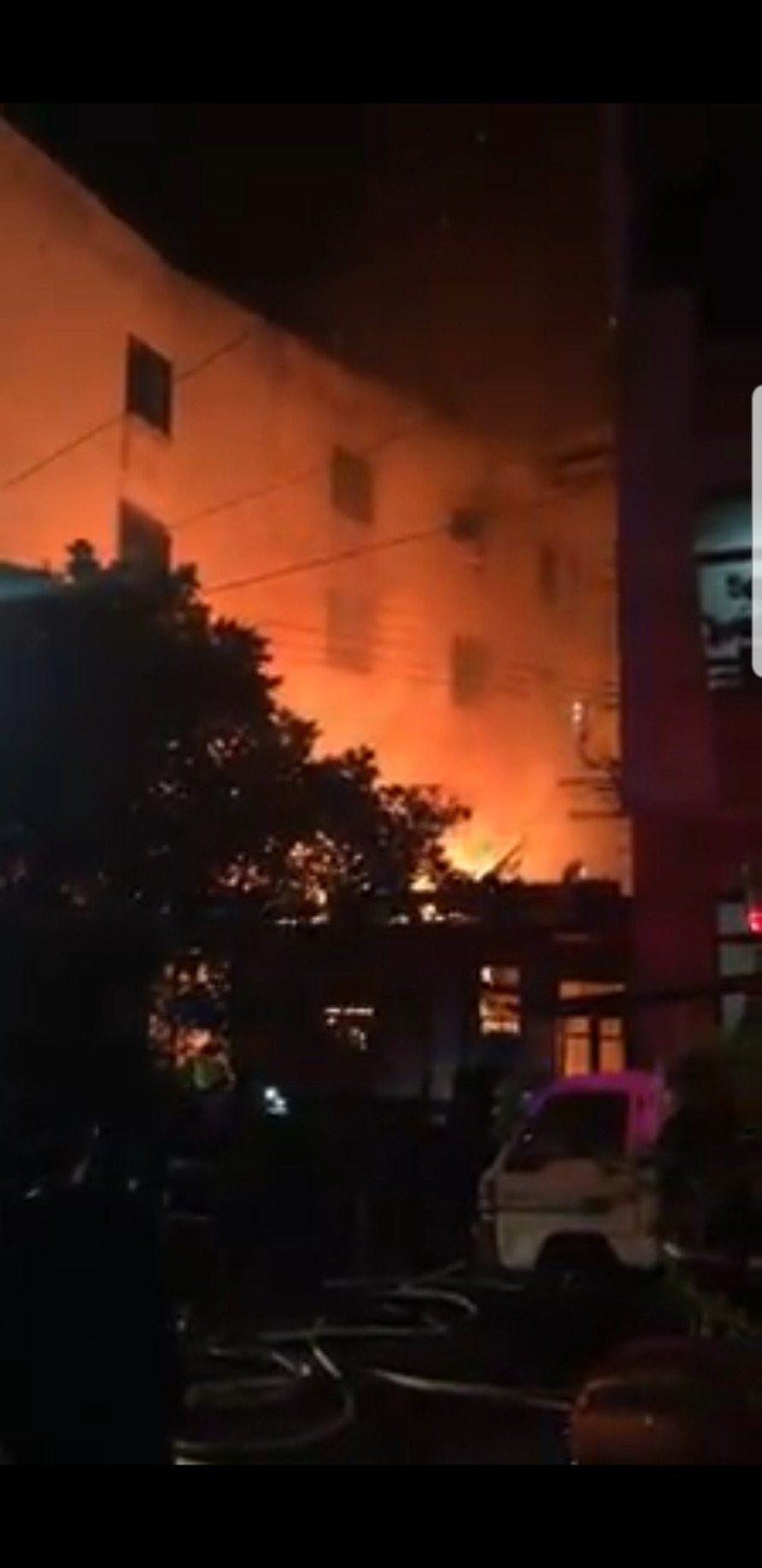 台中市清水區昨晚發生民宅大火,一死一傷。圖/取自臉書爆料公社