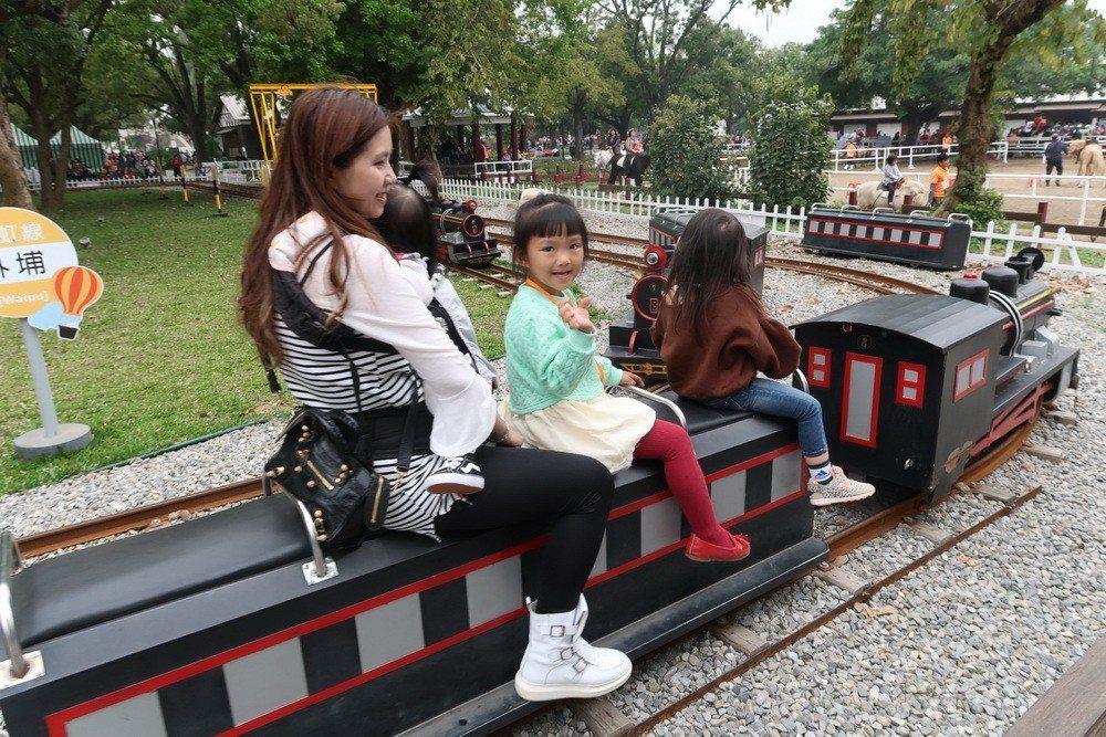 親子共乘小火車,圖/北高雄家扶中心提供