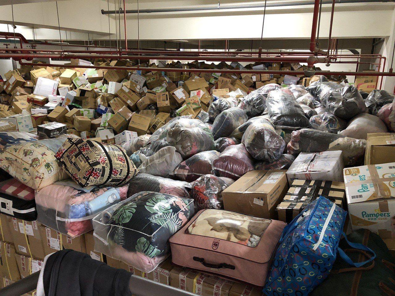 靜宜大學募愛心物資,今天已堆積如山。圖/民眾提供