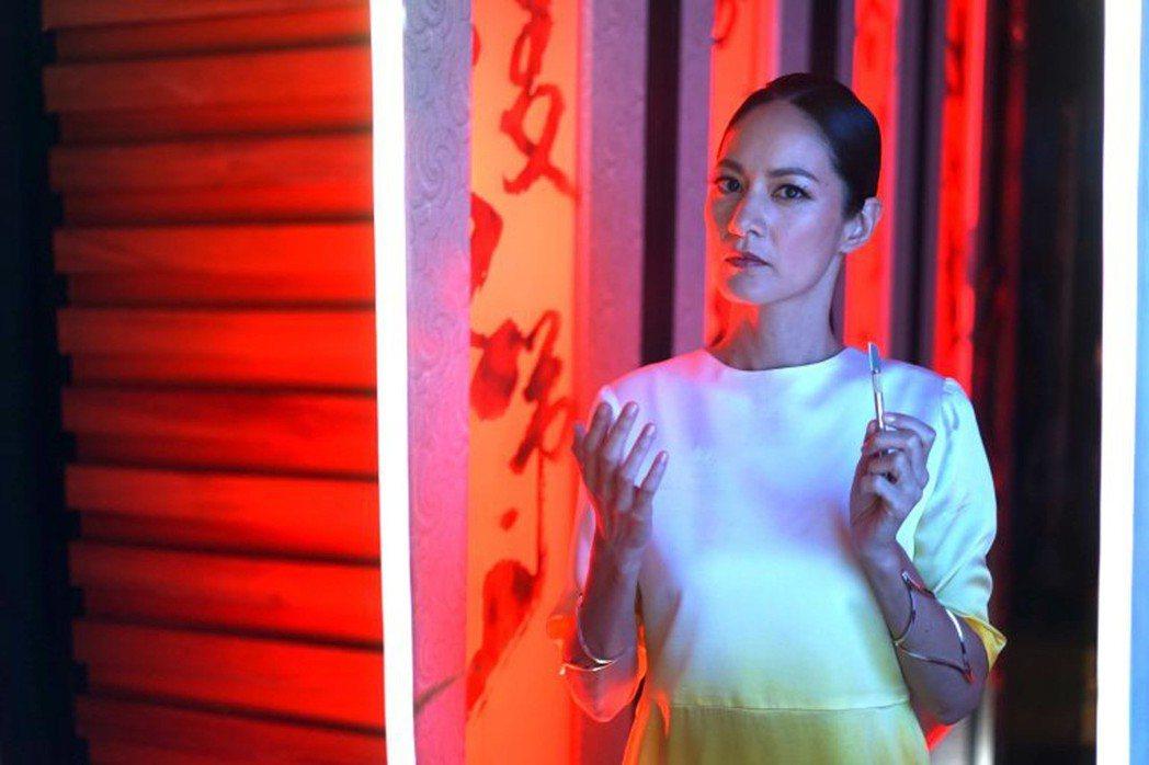 Janet在台法合製VR電影「囍宴機器人」 飾演一名機器人。圖/綺影映畫提供