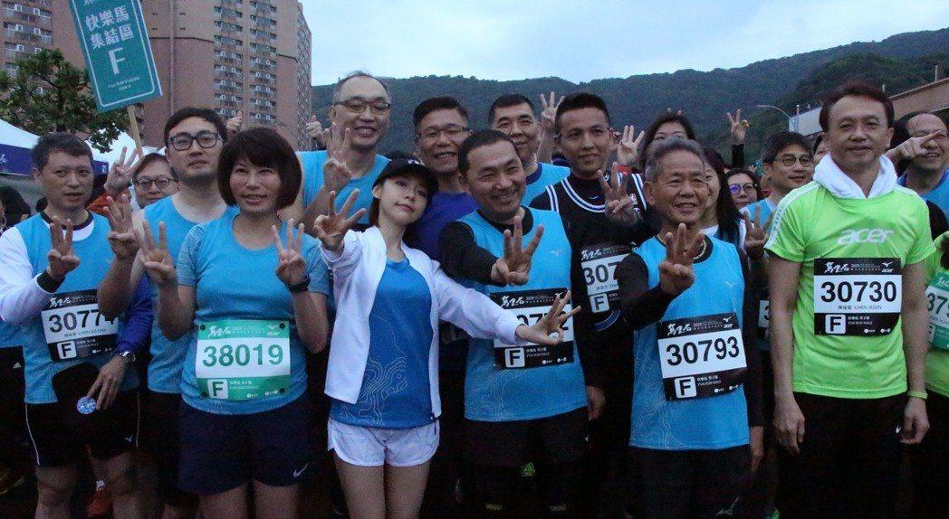 林明禎(中)17日擔任「2019新北市萬金石國際馬拉松」活動代言人。圖/種子音樂...
