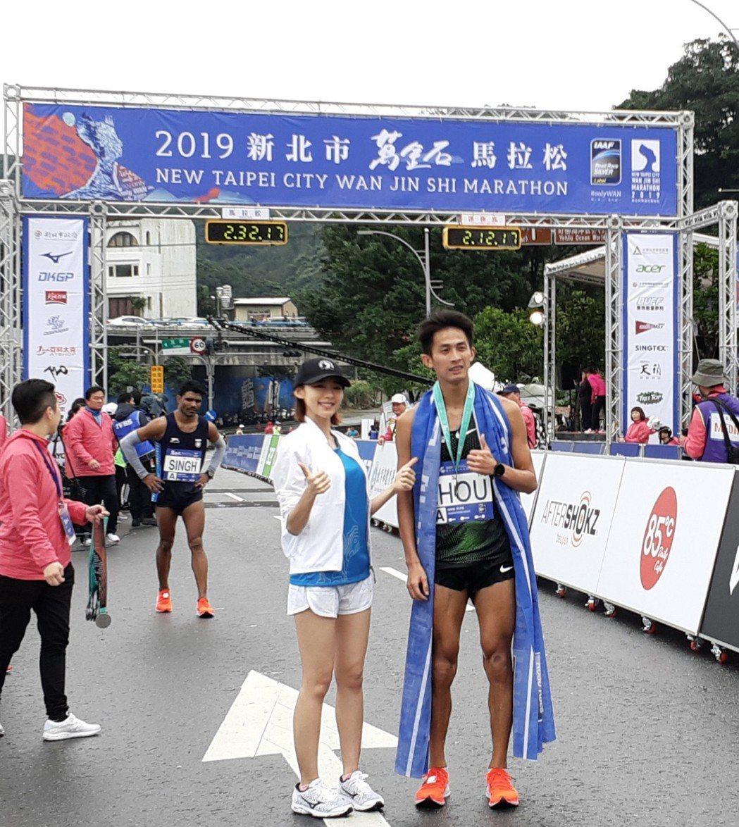 林明禎(左)17日擔任「2019新北市萬金石國際馬拉松」活動代言人。圖/種子音樂...