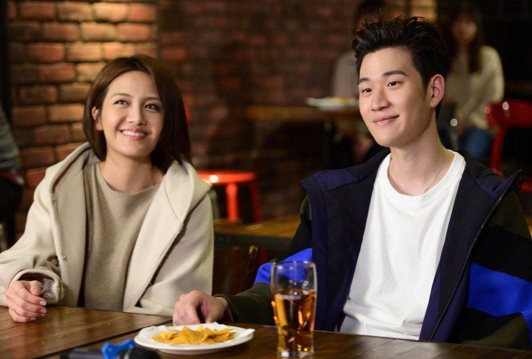 周興哲客串「女力報到」,飾演應李宣榕邀請到音樂餐廳表演的歌手。圖/TVBS提供