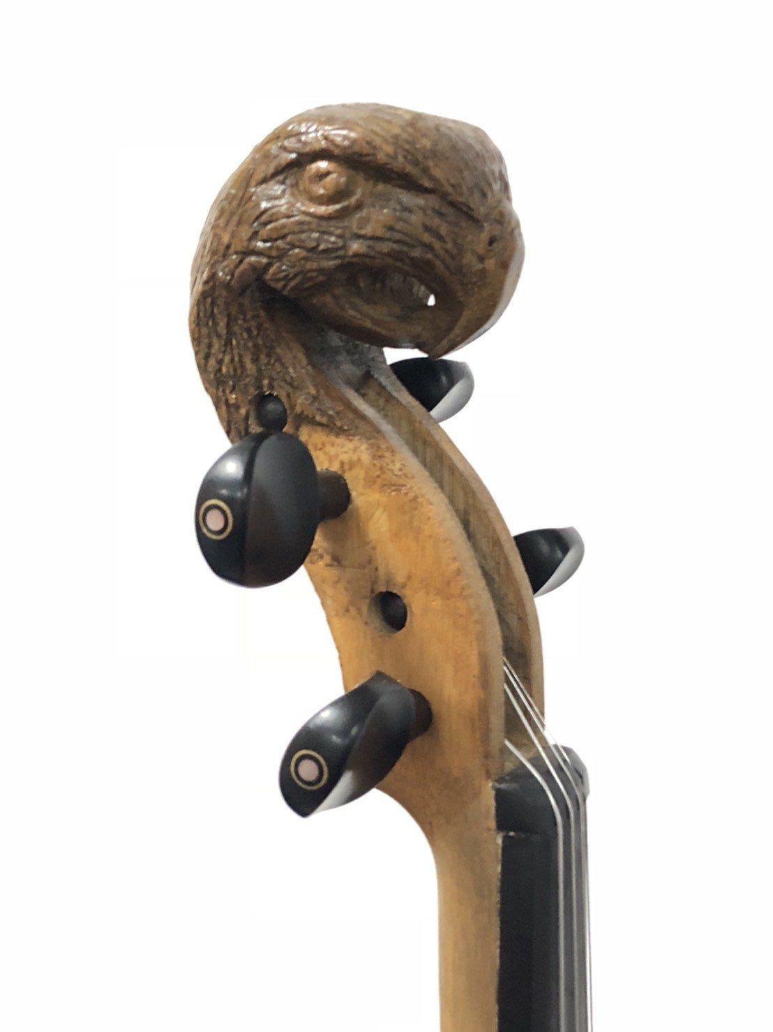 嘉義縣大埔鄉和平村長吳倚豪懷抱理想與使命,請來小提琴老師為鄉內孩子上課,並學習製...