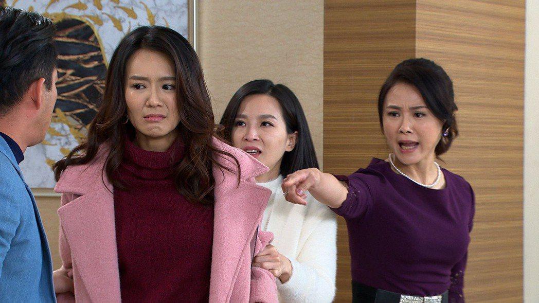 陳妍安(右起)、楚宣、李又汝「大時代」。圖/民視提供