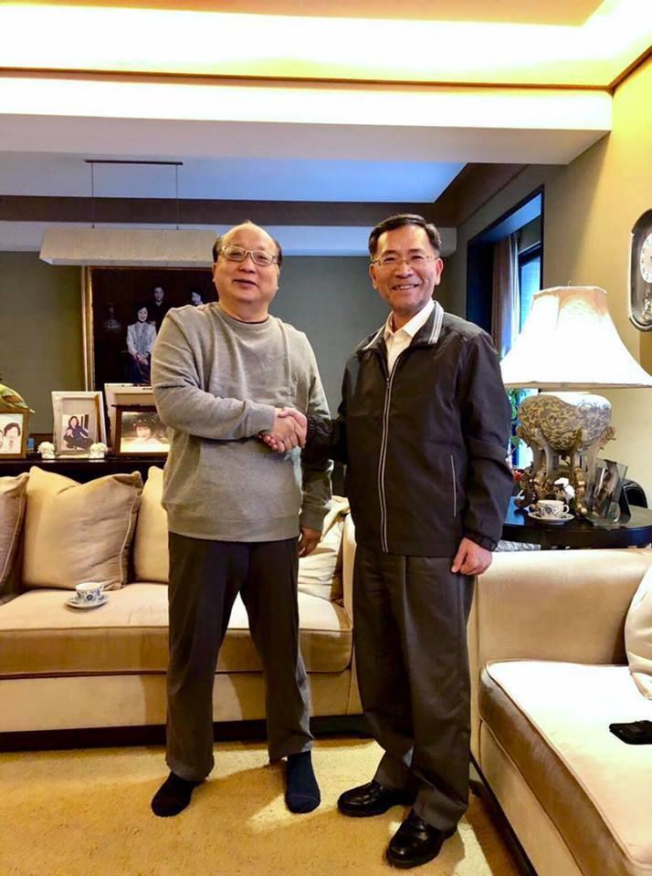 台中市前市長胡志強晚間在臉書表示,蔡炳坤因將出任台北市副市長,特意來向他辭行,並...