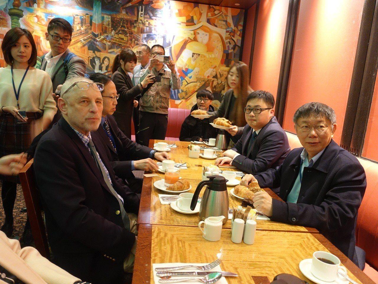 台北市長柯文哲(右)訪美,和哥倫比亞大學教授黎安友早餐會。 記者邱瓊玉/攝影