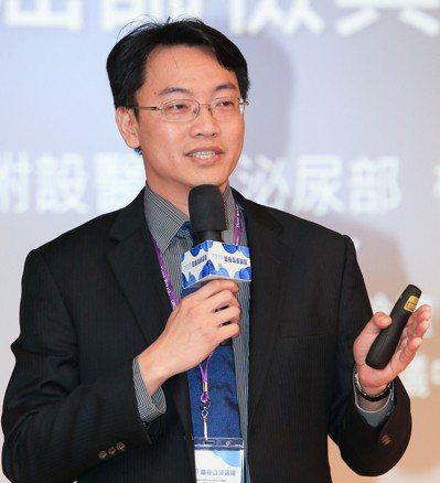 高醫附醫院泌尿科主治醫師柯宏龍,在「2019防癌高峰論壇」上發表專題演講。 記者...