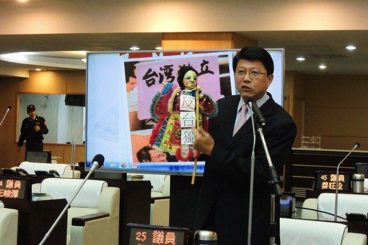 過去在議會強力監督賴清德的謝龍介放話,如果賴參選總統,帳要一筆一筆算。圖/聯合報...