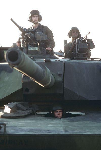 M1早期型武器配置,除105毫米口徑炮,炮盾設有M240同軸機槍。炮塔上方車長配...