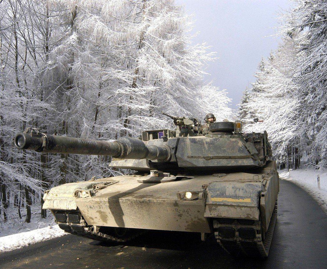 在德國進行冬季演習的M1A1。圖/翻攝自維基百科