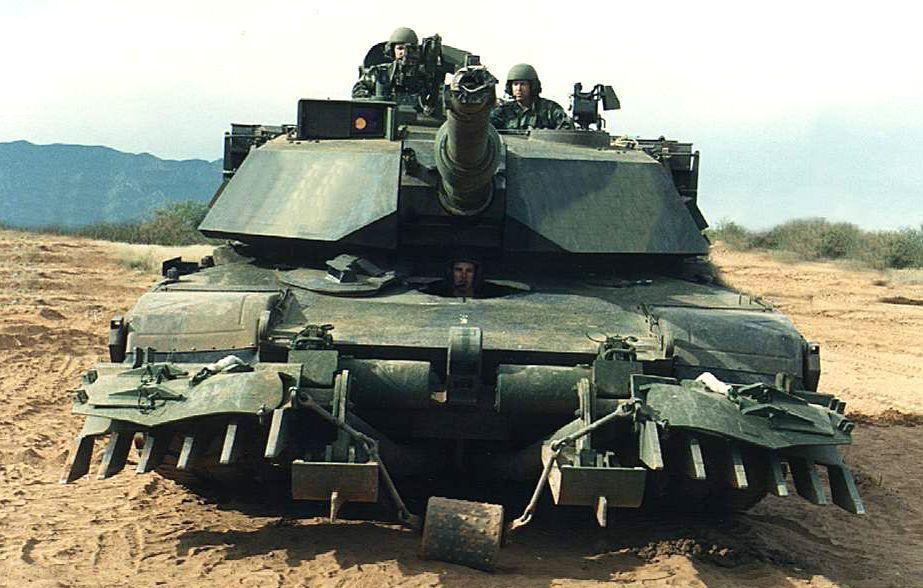加裝除雷組件的M1A1。圖/翻攝自維基百科