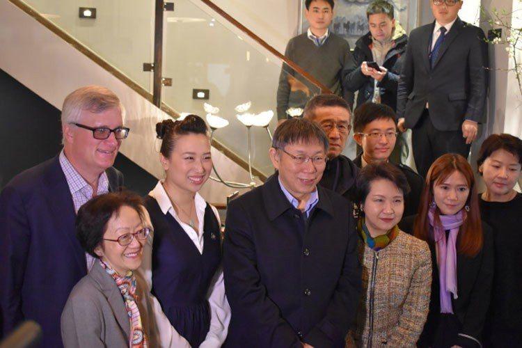 柯文哲17日在曼哈頓華埠與多位民選官員進行市政交流。 記者顏嘉瑩/攝影