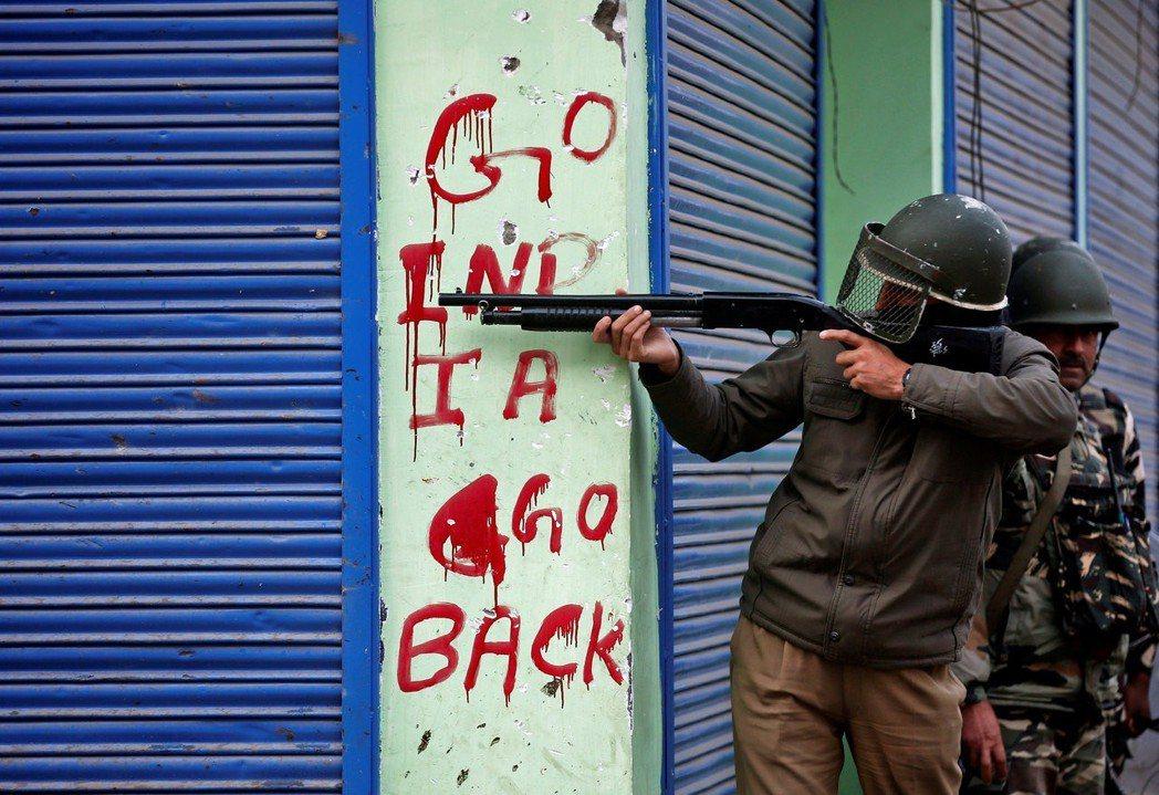 巴國的恐攻給予新德里藉口,逐步軍事化喀什米爾地區,越來越多的喀什米爾人對印度反感...
