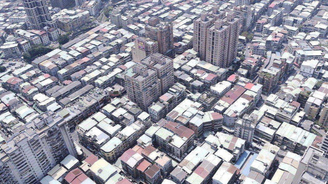 去年自助倉儲的銷售額就將近40億元,成為不動產租賃的新興行業。 信義房屋/提供