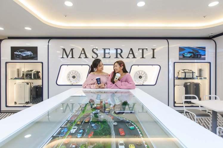 7-ELEVEN X「瑪莎拉蒂」聯名店,店內陳列價值逾百萬的豐富珍稀展品。圖/7...