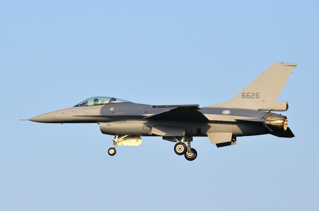機號6626的先導型F-16V型戰機。圖/航迷hojiyi提供