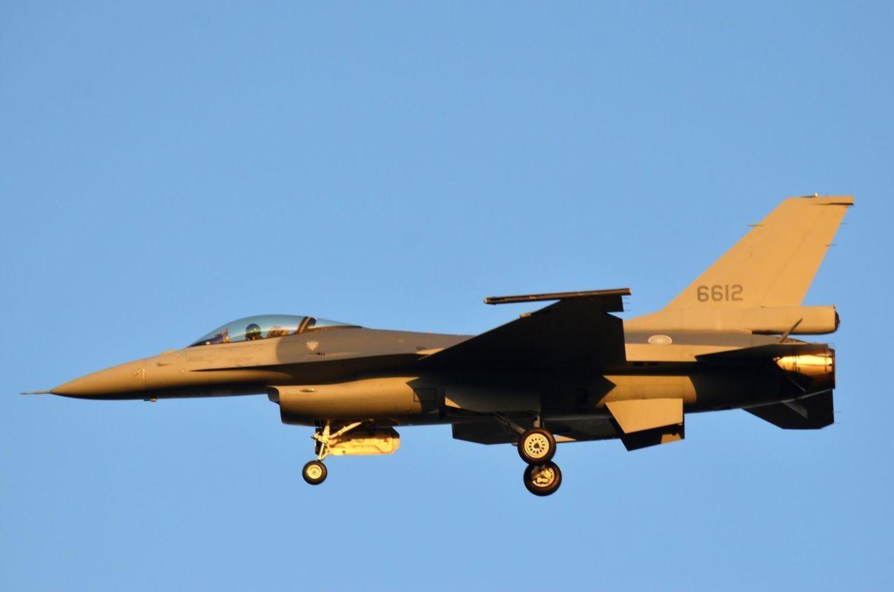 機號6612的先導型F-16V型戰機。圖/航迷hojiyi提供