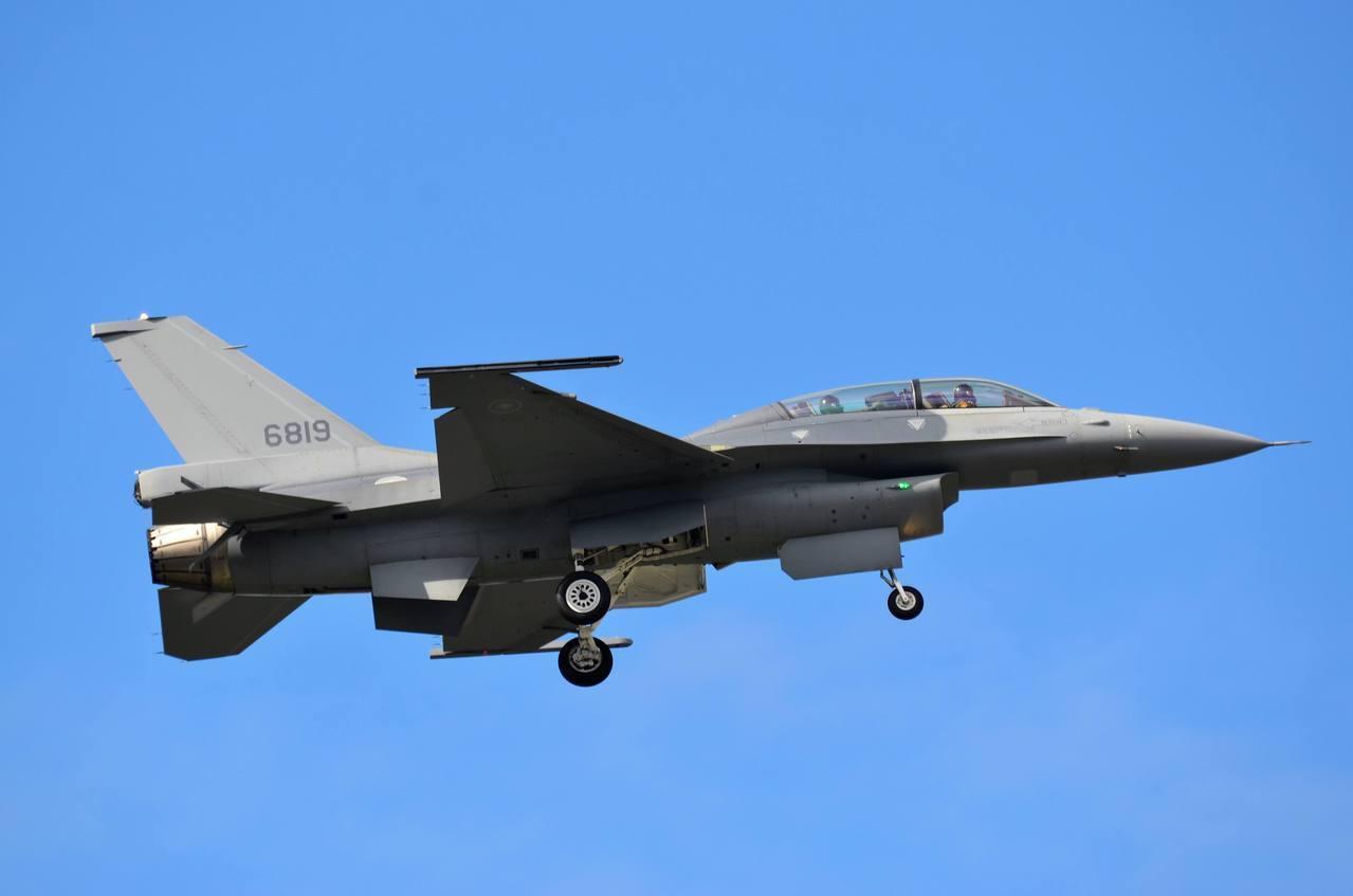 機號6819的先導型F-16V型戰機。圖/航迷hojiyi提供