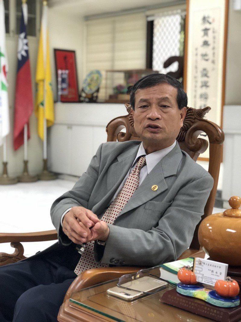 嘉中校長劉永堂表示,今年以繁星管道獲錄取學生有14人、通過第八學群醫學系學生有4人。記者王慧瑛/攝影