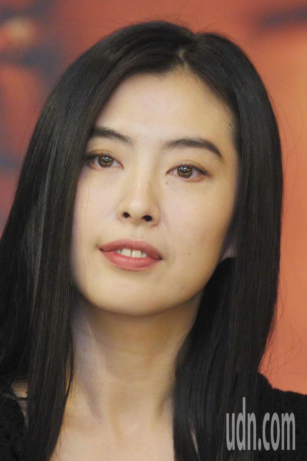 18年前王祖賢為電影「遊園驚夢」在台宣傳。圖/聯合報系資料照