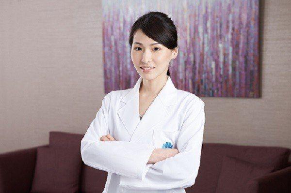 沈彥君醫師表示,摸到乳房腫塊切勿驚慌,女性可透過定期乳房健檢掌握乳房健康。圖/北...
