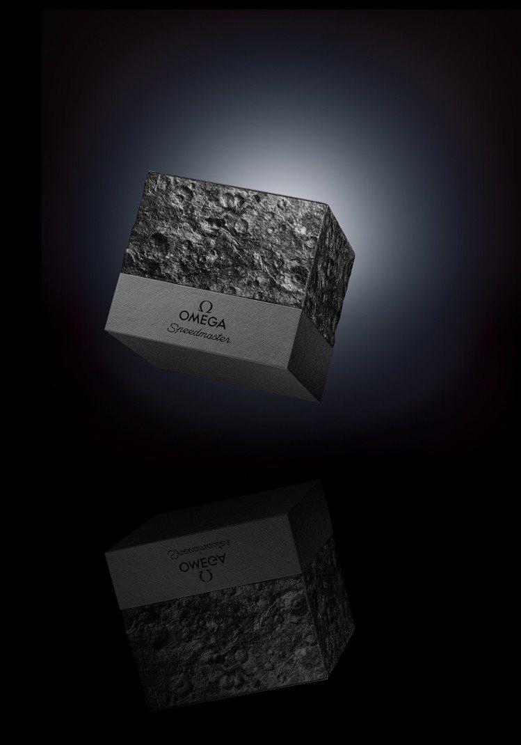 每一只超霸計時碼表都搭配了獨一無二的隕石坑表盒。圖/OMEGA提供