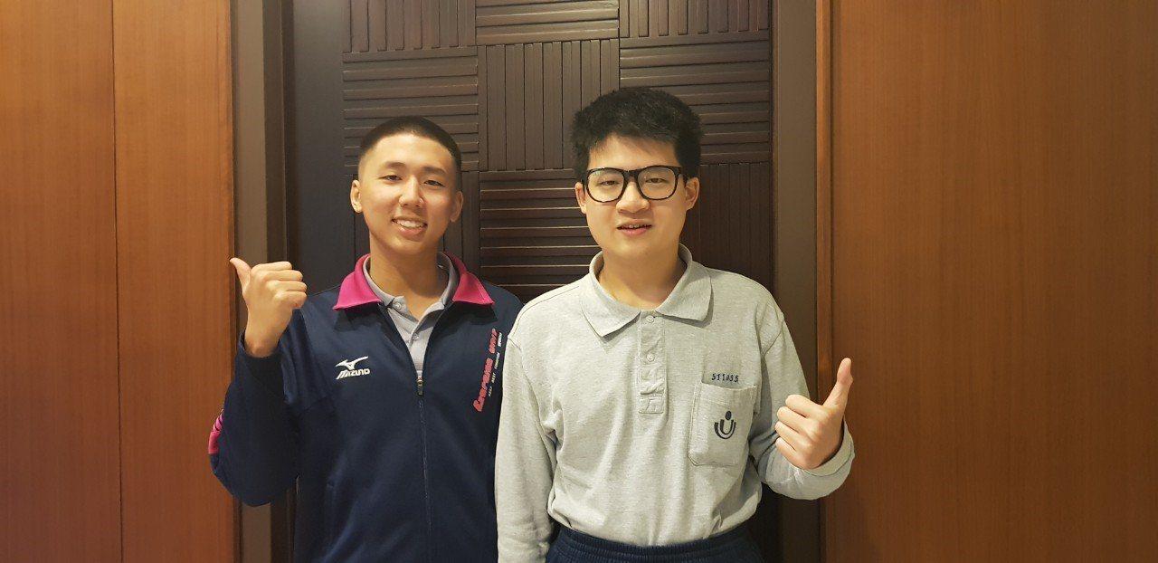 二信同校6年,同班3年的葉逢恩(左)與洪子清,同錄取台大機械系,再當同學。圖/二...
