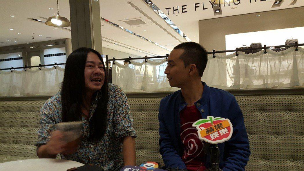 浩子(左)和亂彈阿翔搭檔主持公視「台灣金頌」。記者林怡秀/攝影