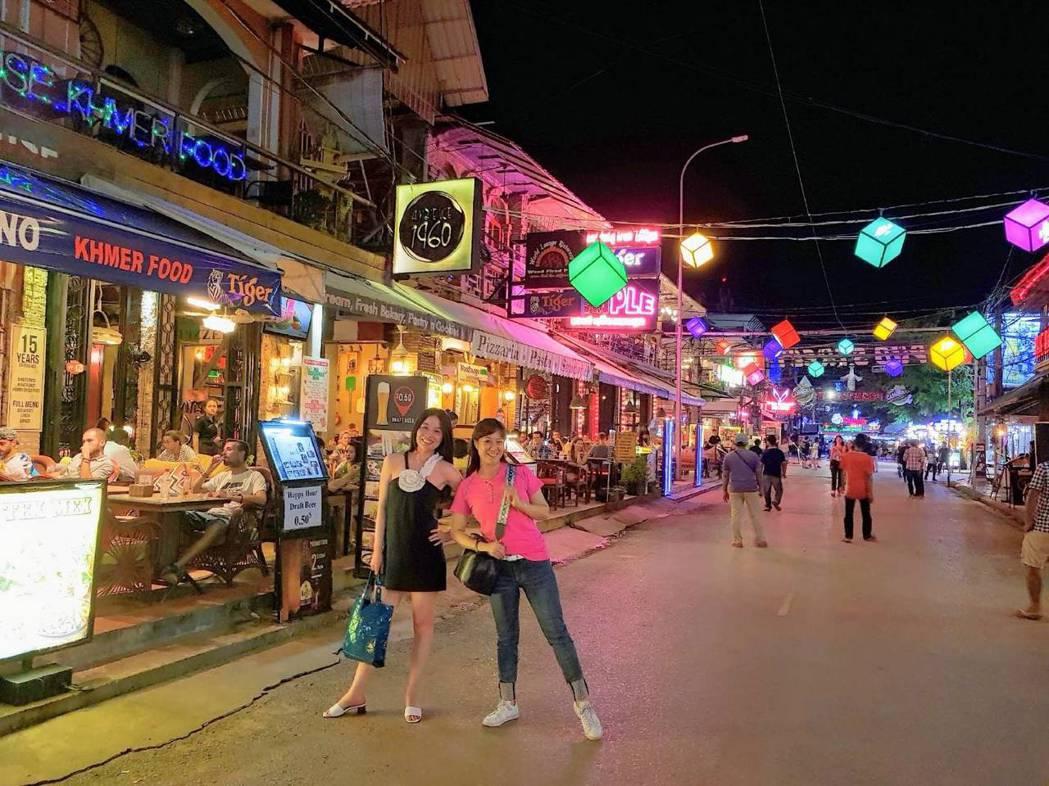呂文婉(左)與林姿佑去年也曾到訪柬埔寨。圖/呂文婉提供
