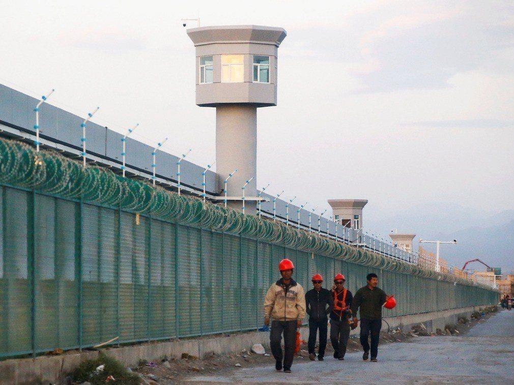 中國駐哈薩克大使張霄近日談及新疆問題時竟說,如果不會讀寫本國通用語言文字,還有什...