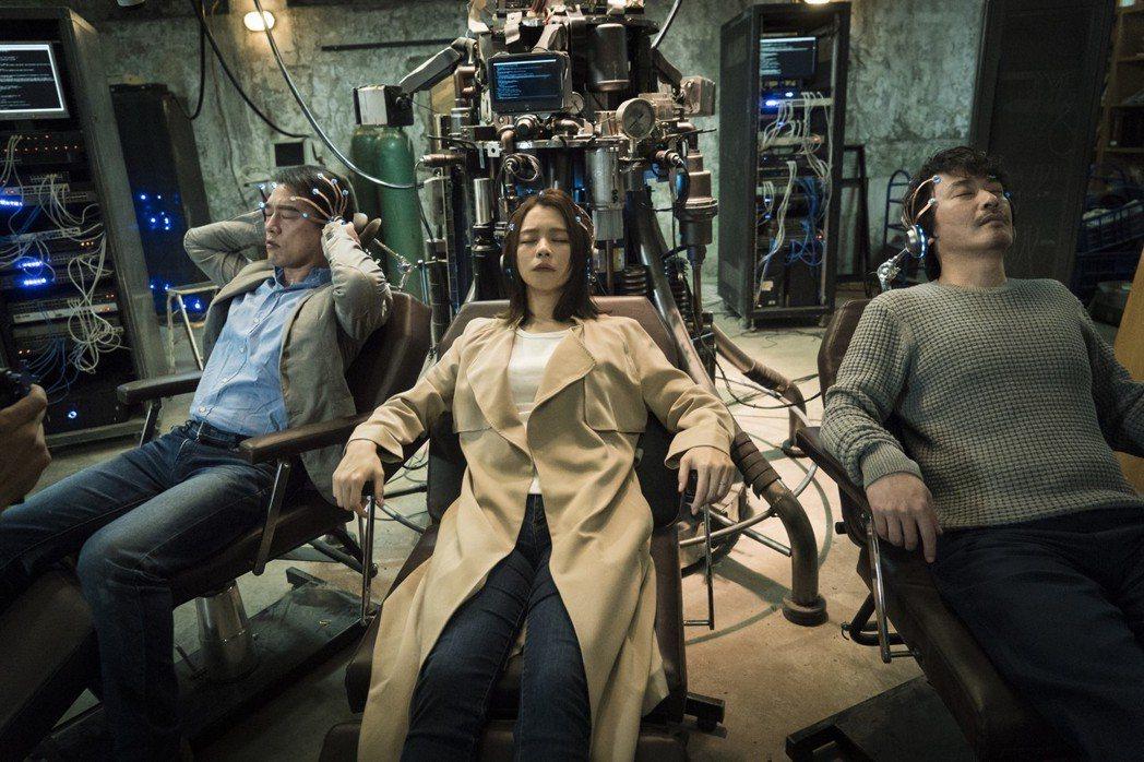 「獵夢特工」是華人戲劇少見的科幻題材。圖/HBO提供
