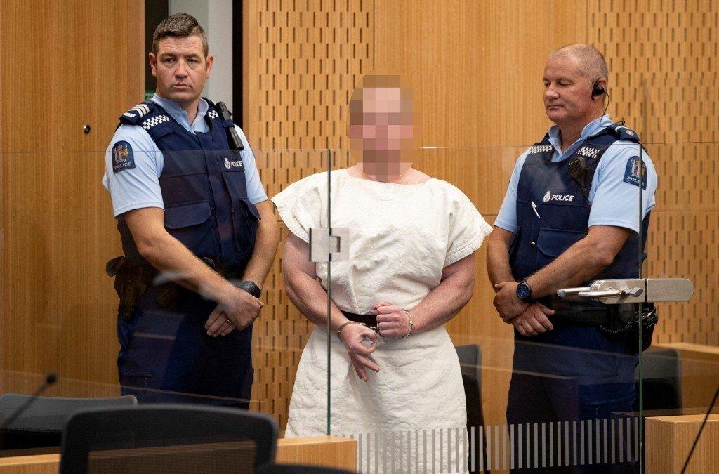 28歲的澳洲嫌犯塔倫在法庭上比出白人至上的手勢。(路透)