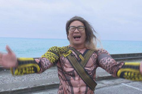 「荒謬大師」沈玉琳獨家和東森噪咖節目合作「玉琳哥來代班」,在前幾集中嘗試了鯊魚哥哥,火鍋店員等各行各業,轉變多元身份卻也樂在其中,這次他化身為掌管海洋的「水行俠」直奔花蓮海洋公園,用獨特的「沈式幽默...