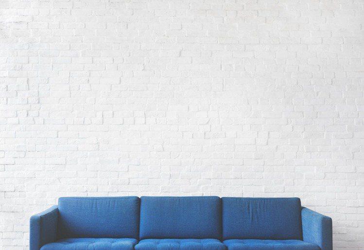 陳設少的潔癖型房間=快樂會主動去追尋。圖/摘自Pelexs