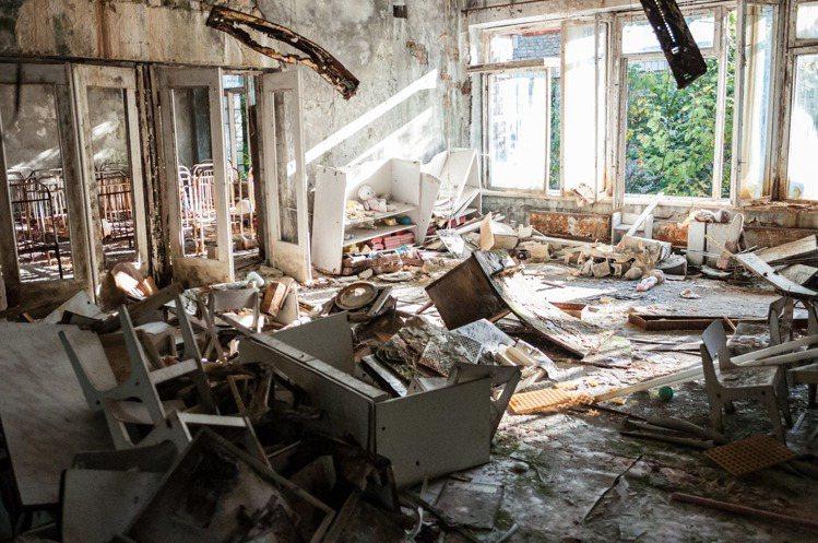 房間是髒亂環境很療癒=人生超快樂。圖/摘自Pelexs