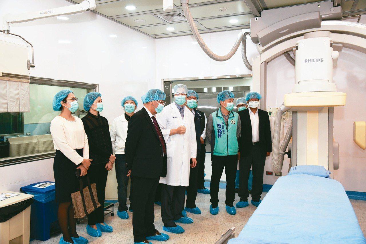 草屯佑民醫院啟動24小時心導管中心,縣府表示是縣內第一所急重症醫護設施,不必再遠...