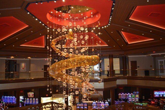 威龍酒店於2016年底在賭城熱鬧開業,是賭城第一家以亞裔顧客為主的賭場,兩年不到...
