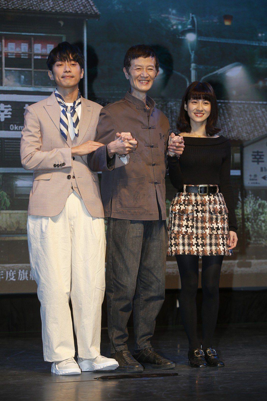 三立新電視劇「一千個晚安」在台北三創生活園區舉行特映會,主角張棟樑 (左起)、陳...
